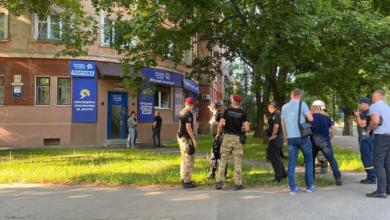 Photo of Секретарка дивом вижила: у Полтаві в офіс ОПЗЖ кинули гранату