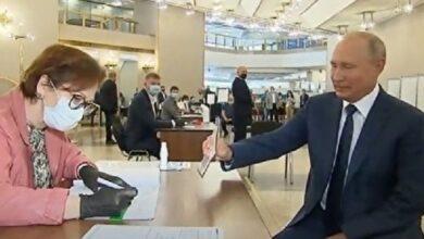 Photo of Повинні оштрафувати: Путін проголосував за поправки до Конституції РФ без маски і рукавичок