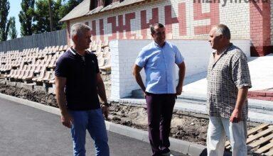 Photo of Міський голова Анатолій Лінник перевірив виконання ремонтних робіт на міському стадіоні «Спартак»