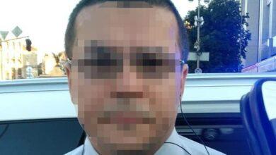 Photo of Облив запальною сумішшю: на Хрещатику в Києві чоловік підпалив авто