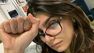 """Photo of Екс-порнозірка Міа Халіфа продає """"знамениті"""" окуляри заради жертв вибуху в Бейруті"""