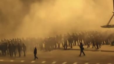 Photo of У Мінську мітингувальники будують барикади з сміттєвих баків