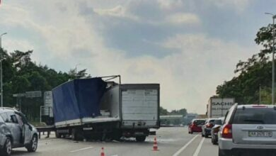 Photo of На виїзді з Києва зіткнулися три вантажівки та легковик