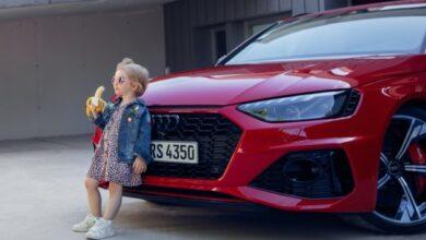 """Photo of Audi вибачилася за """"вульгарну"""" рекламу. На ній зображена дитина з бананом"""