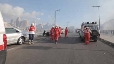 Photo of Сльозогінний газ, стрілянина та підпали: у Бейруті протестують через вибух у порту