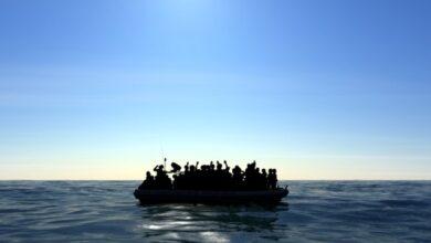 Photo of Біля Італії згорів човен з мігрантами, є жертви і зниклі безвісти