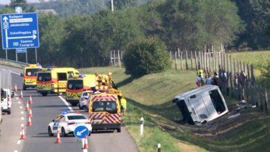 Photo of Автобус злетів у кювет: в Угорщині у ДТП постраждали понад 20 людей, є загиблий