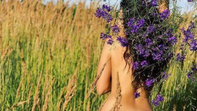Photo of З квітами посеред поля: оголена Настя Каменських вразила новим фото