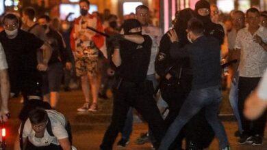 Photo of Протести у Мінську: у натовп врізався автозак, силовики стріляють гумовими кулями