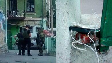 Photo of Телефон, обмотаний дротом: у Києві вибухівку заклали прямо під офісом