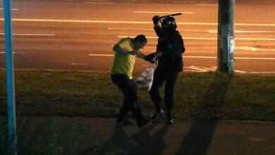 Photo of Це ганьба: силовики Білорусі на знак протесту викидають форму до смітників