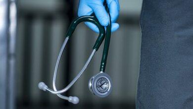 Photo of З 1 вересня українським медикам підвищать зарплати – кому і на скільки