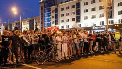 Photo of Трощили машини та розстрілювали людей: як пройшла третя ніч протестів у Білорусі