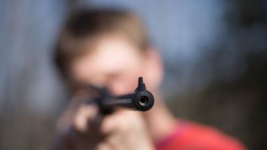 Photo of Сварилися під вікнами: в Дніпропетровській області чоловік стріляв по дітях