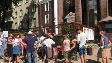 Photo of Ганьба! У Києві під посольством Білорусі зібрались виборці, які не встигли проголосувати