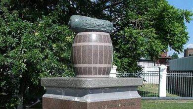Photo of Пам'ятник ніжинському огірку – серед найнезвичніших пам'ятників України