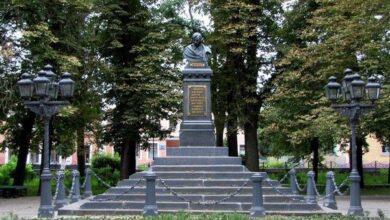 Photo of Пам'ятнику Миколи Гоголю у ніжинському парку – 139 років