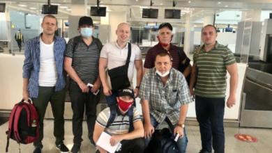 Photo of В Україну повернулися шість моряків, звільнених з піратського полону