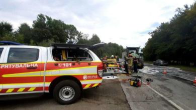 Photo of У Чернівецькій області мікроавтобус зіткнувся з легковиком – є загиблий та поранені