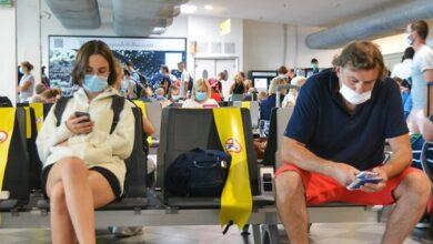 Photo of Відмовилися вдягти маски: у Києві подружжя зняли з авіарейсу до Анталії