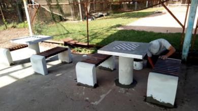 """Photo of У парку Шевченка встановили """"антивандальні"""" столи для гри в теніс та шахи"""