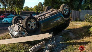 Photo of У Дніпрі Toyota влетіла у стовп і перекинулася – постраждала дівчина