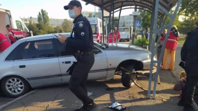 Photo of У Маріуполі авто протаранило зупинку громадського транспорту – є потерпілі
