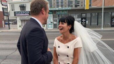 Photo of Лілі Аллен вийшла заміж у Вегасі – з бургерами та двійником Елвіса Преслі