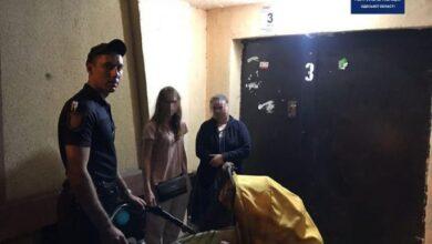 Photo of Лаялася і кидалася у бійку: в Одесі п'яна мати гуляла з немовлям на дорозі