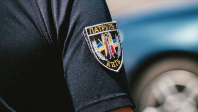 Photo of Мурахи шкірою: у Києві патрульний на льоту схопив жінку, яка стрибнула з 15 поверху