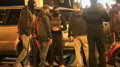 Photo of Розгін протестів у Білорусі: невідомі б'ють авто кийками