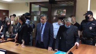 Photo of Спокійний з опущеним поглядом: як Єфремов слухав вирок суду