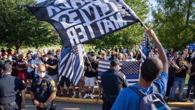 Photo of У США зняли, як поліцейський проїхав велосипедом через голову протестувальника