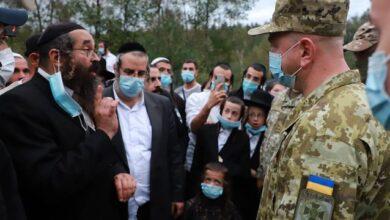 Photo of Коронавірусні пригоди хасидів в Україні: як паломники проривались до Умані