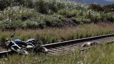 Photo of Лежав на залізничних рельсах: у Мексиці журналісту відтяли голову