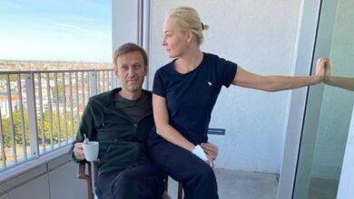 Photo of Кохання зцілює і повертає до життя: Навальний привітав дружину з річницею весілля