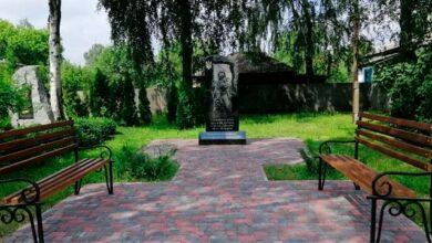 Photo of На Чернігівщині школярки станцювали тверк біля пам'ятника загиблим в АТО