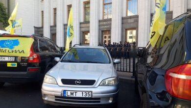Photo of Під Радою євробляхери вимагають здешевити розмитнення авто