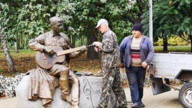 Photo of Пам'ятник Бернесу вкотре відновили