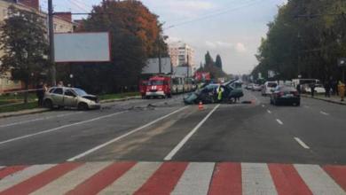 Photo of Авто розтрощене вщент: у Хмельницькому водій Daewoo спровокував масштабну ДТП