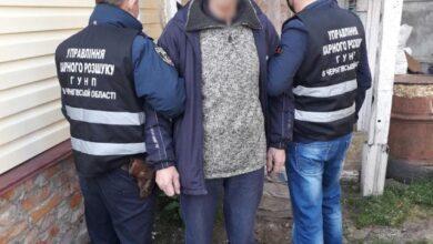 Photo of Ніжинські поліцейські затримали чоловіка, який вдарив ножем сусіда