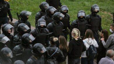 Photo of Кийки і газ: у білоруському місті Ліда ОМОН жорстоко розігнав акцію протесту