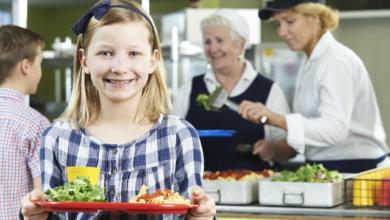Photo of Дієтичне меню без сосисок та ковбас: в українських школах змінять норми харчування
