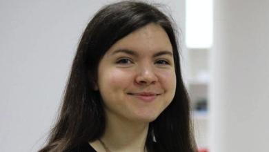 Photo of Параліч тіла та пневмонія: у Києві від коронавірусу померла 21-річна волонтерка