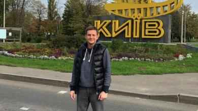 Photo of Встиг зробити селфі з Києва: ведучому з РФ Корчевнікову заборонили в'їзд в Україну