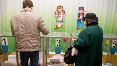 Photo of Анекдоти, танці та канабіс. Чим заманюють українців на виборах