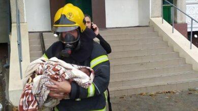 Photo of Рятувальники винесли немовля на руках: на Одещині в будинку загорілась електрощитова