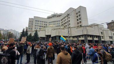 Photo of Люди потроху розходяться: під Конституційним судом закінчилась акція протесту