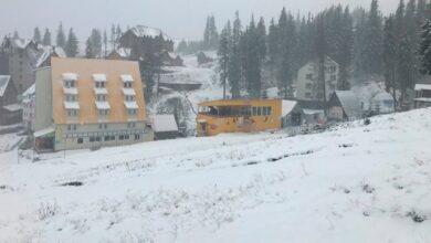 Photo of Шар снігу 7 см: на Драгобраті настала зима