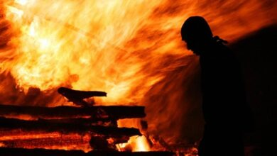 Photo of Вискочив з авто весь у полум'ї: у Житомирі хлопець спалив себе живцем